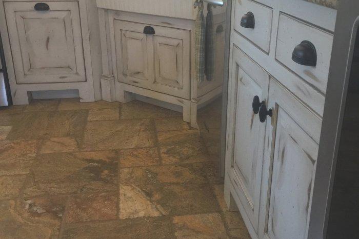 Kitchen Cabinets 1528